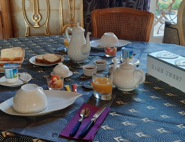 Un thé, un café